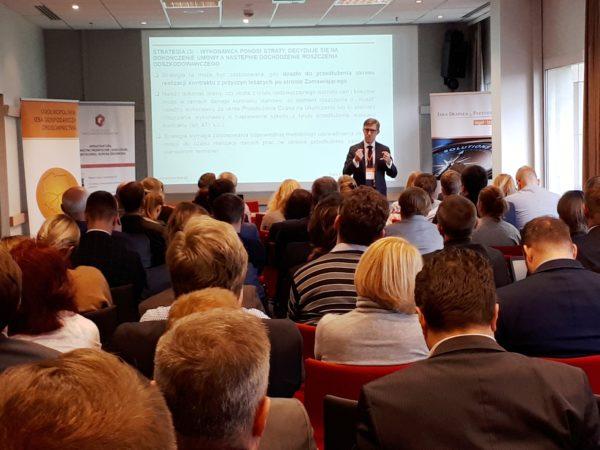 Prawnicy JDP o wzroście kosztów realizacji inwestycji budowlanych podczas konferencji w Warszawie