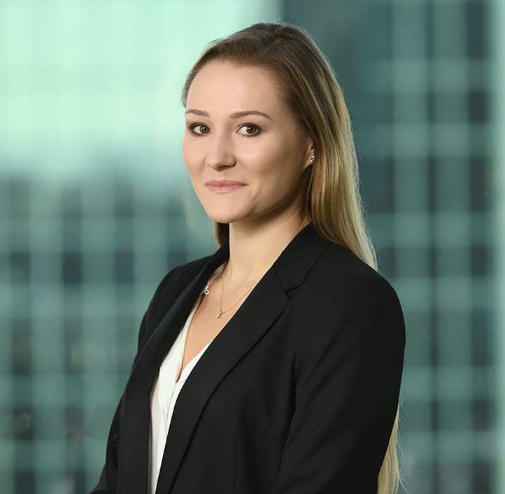 Kinga Zagrajek - Associate